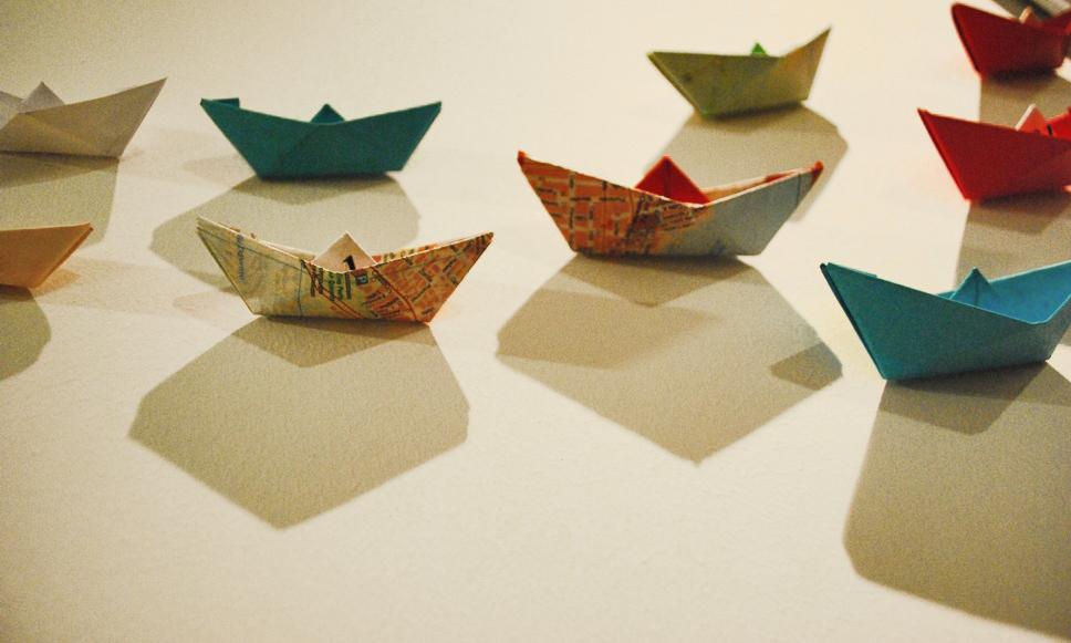 Encargo Allende Rest. (instalacion barcos papel)