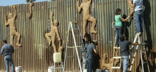 México/Usa Border( clay wall intervention)